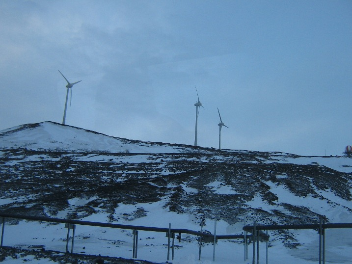 Wind_farm_22-9-13.JPG (120386 bytes)