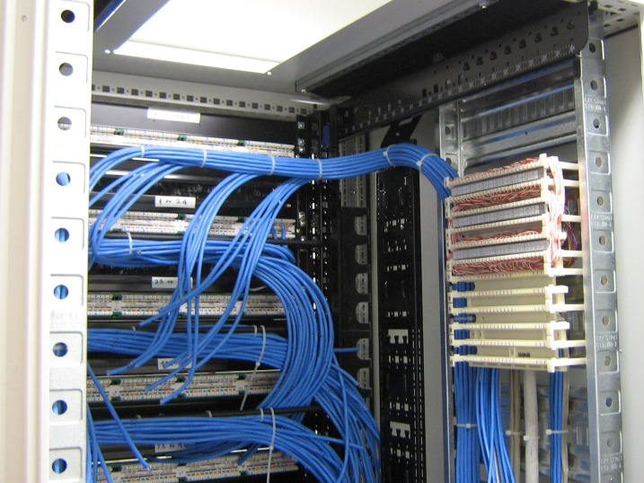 Field_centre_cable_cabinet_termination.jpg (137509 bytes)