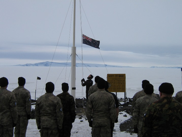 Hoisting_winter_flag.jpg (85359 bytes)
