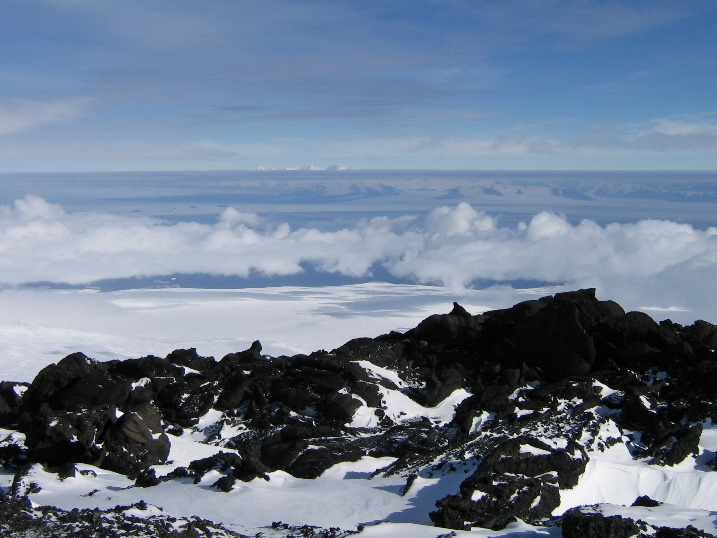 Hoopers_Shoulder_view_west_above_cloud.jpg (114504 bytes)