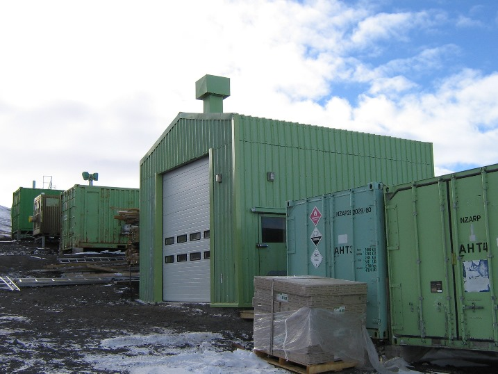Incinerator_shed_new_door.jpg (109193 bytes)