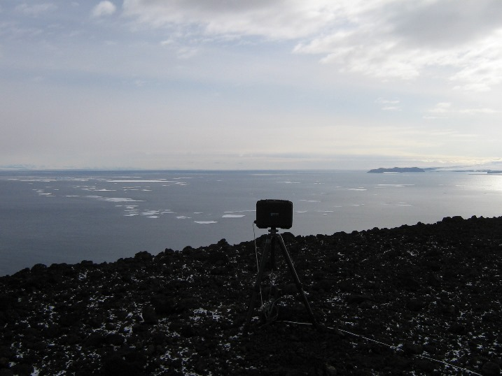 Sea_ice_time_lapse_camera.jpg (90874 bytes)